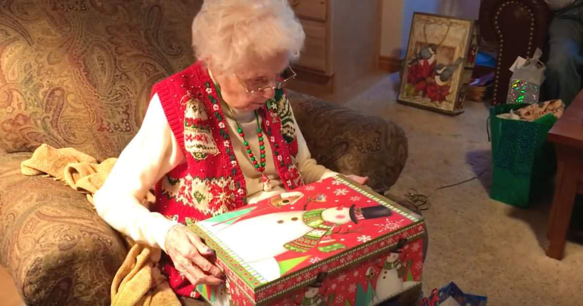 Grandma tears paper from Christmas gift – look at her ...
